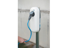 Bornes de recharge et service de supervision pour véhicules electriques et hybrides rechargeables - <p>The New Motion est Opérateur d'infrastructure de recharge et Opérateur de mobilité, leader en Europe avec 26.500 bornes installées depuis 2099 et plus de 80.000 clients.</p> <p>La solution proposée par The New Motion est spécifiquement adaptée pour les copropriétés. Elle comprend :</p> <ul> <li>La borne d'une puissance de 3,7KW à 22KW. La borne à été dessinée pour les résidences, The New Motion à d'ailleurs gagné le prix du design Reddot design award 2016.</li> <li>Son installation par l'un de nos partenaires installateurs nationaux</li> <li>Le service de supervision incluant la maintenance de la borne à distance, l'accès au tableau de bord des consommations, les services de mise à disposition de la borne au publique, l'équilibrage dynamique des charges et le support client 24/24, 7/7.</li> <li>La carte de mobilité donnant accès à un réseau européen de 50.000 points de recharge aux conducteurs de véhicule électrique</li> </ul>